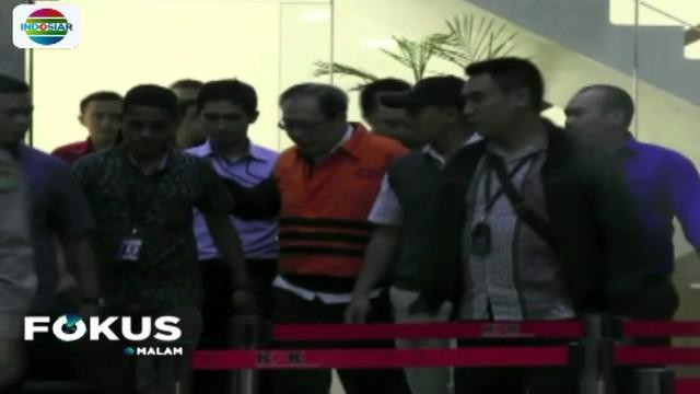 Setelah menjalani pemeriksaan selama sembilan jam, tersangka korupsi pengadaan e-KTP Made Oka Masagung akhirnya ditahan penyidik KPK.