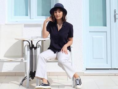 Wanita yang akrab disapa Tata ini kerap tampil dengan pakaian yang simple namun tetap modis. Ia pun sering mengunggah foto OOTD di akun Instagram pribadinya. (Liputan6.com/IG/@tatjanasaphira)