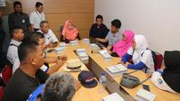 Kemnaker menerima audiensi perwakilan Serikat Pekerja atau Serikat Buruh (SP/SB) melakukan unjuk rasa di Gedung Kementerian Ketenagakerjaan, Jakarta, pada hari Kamis (31/10).