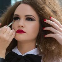Makeup | unsplash.com/@saskiafairfull