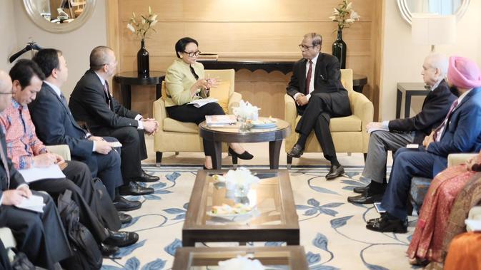 Pertemuan Menlu Retno dengan pengusaha di India. (Source: Kemlu RI)