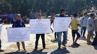 John Tay Hungga (26) seorang masa aksi tewas usai  mengikuti aksi demontrasi mendukung investasi perkebunan tebu PT Muria  Sumba Manis (MSM) di halaman Kantor Bupati Sumba Timur, NTT, Jumat  (3/8/2018) sore.