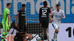 Klaas-Jan Huntelaar. Striker ini pensiun bersama klub terakhirnya Schalke pada musim 2020/2021 lalu. Total 19 tahun berkarier, ia tampil dalam 665 laga dengan mencetak 367 gol. Musim lalu ia menjadi pemain tertua Schalke yang mampu mencetak gol di usia 37 tahun. (Foto: AFP/Pool/Federico Gambarini)