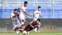 Duel Borneo FC kontra PSM Makassar dalam laga Grup B Piala Menpora 2021 yang digelar di Stadion Kanjuruhan, Malang, Rabu (31/3/2021). (Bola.com/M. Iqbal Ichsan)