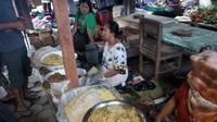 Saat berkunjung ke Pasar Pundong, Bantul, jangan lupa untuk menyicip Mides dan Abangan. Foto: Yanuar H/ Liputan6.com.