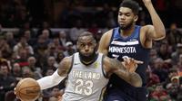 James menginspirasi kemenangan Cavaliers lawan Wolves di lanjutan NBA, Kamis (8/2/2018)  (AP Photo/Tony Dejak)