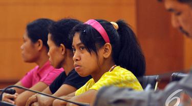 Sejumlah TKI didampingi BNP2TKI menggelar konferensi pers, Jakarta, selasa (6/1/2015). (Liputan6.com/Miftahul Hayat)