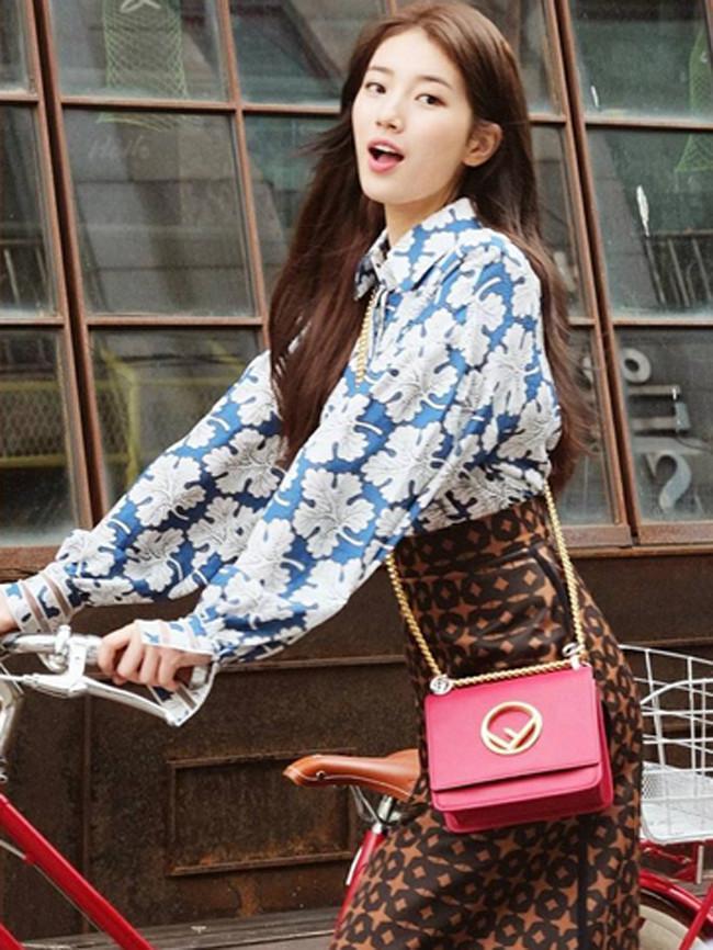 JYP Entertainment kabarnya melarang Suzy untuk tertawa di depan publik atau kamera. Hal ini terjadi lantaran kabarnya Suzy tak bisa menahan tawa saat berada  di hadapan kamera dan publik. (Instagram/skuukzky)