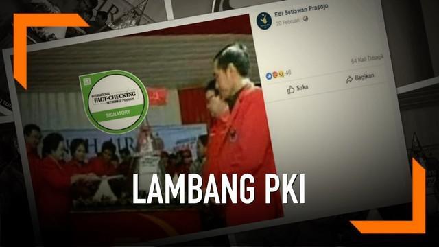 Beredar foto Presiden Joko Widodo dan Ketua Umum PDI Perjuangan Megawati Soekarnoputri tengah memotong tumpeng di atas meja berlogo PKI.