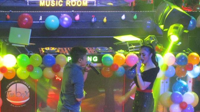 Azmi adalah pendatang baru di industri musik Indonesia dengan single  berjudul Pernah (Istimewa)  d8f38bc3056