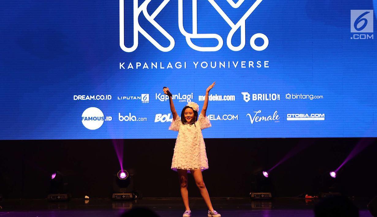 Penyanyi Clarice Cutie tampil dalam acara XYZ Day 2018 di Jakarta, Rabu (25/4). XYZ Day 2018 merupakan ajang perkenalan dari bersatunya media daring terkemuka yaitu PT Liputan Enam Dot Com dan PT KapanLagi Dot Com Networks.(Liputan6.com/Immanuel Antonius)