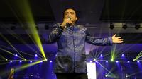 Penyanyi Didi Kempot saat menggelar konser di The Sunan Hotel Solo.(Liputan6.com/Fajar Abrori)