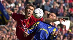 2. Laurent Blanc (Bek Tengah) - Pemain asal Prancis ini memperkuat lini pertahanan Old Trafford pada tahun 2001-2003.(AFP/Robin Parker)