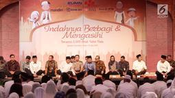 Wapres Jusuf Kalla, Ketua Himbara Maryono, Menteri BUMN Rini M. Soemarno dan jajaran Direksi Bank-bank BUMN dalam acara buka puasa bersama anak yatim di JCC, Jakarta, Kamis (15/06). (Liputan6.com/Fery Pradolo)