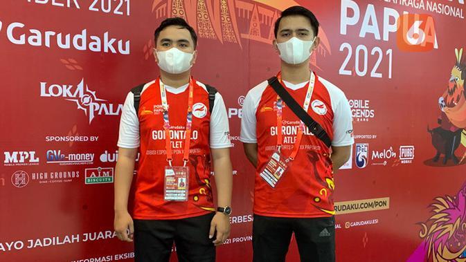 Gorontalo diwakili oleh Moh. Bayu Habibie dan Moh. Akbar Paudie menyabet medali perunggu di cabor eFootball PES 2021. (Liputan6.com/ Yuslianson)