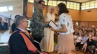 Claudia Sophie Petrin, lulusan SMA Anglican Macarthur menjadi yang terbaik di bidang Bahasa Indonesia kategori Ekstensi se-New South Wales (NSW), Australia (KJRI Sydney)