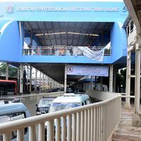 Penampakan jembatan penyeberangan multiguna (JPM) atau Skybridge Tanah Abang, Jakarta, Kamis (7/2). Mulai 7 Februari 2019, pejalan kaki yang menuju dan dari Stasiun Tanah Abang harus mengakses skybridge. (Liputan6.com/Herman Zakharia)