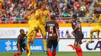 Sriwijaya FC saat berhadapan dengan Persipura. Pekan ini mereka akan dijamu Persebaya. (Dok. PT LIB)