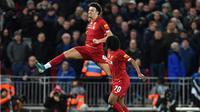 Gelandang Liverpool Curtis Jones merayakan gol ke gawang Everton pada laga babak ketiga Piala FA di Anfield, Minggu (5/1/2019). (AFP/Paul Ellis)