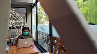Ketersediaan masker dan gel hand sanitizer banyak diborong warga Medan. Hal ini terjadi sejak diumumkannya 2 WNI positif corona oleh Presiden Jokowi