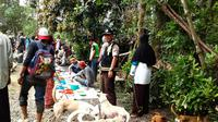 Warga Bone, Sulawesi Selatan, kembali menghidupkan tradisi lama, yakni berburu babi hutan yang belakangan ini sangat meresahkan. (Liputan6.com/Eka Hakim)
