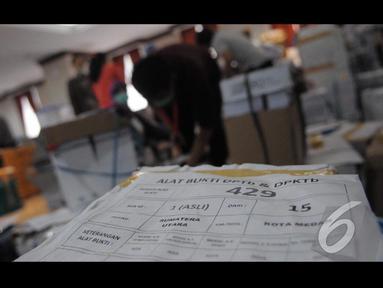 Tim Prabowo-Hatta telah melengkapi semua berkas yang diminta oleh MK, Jakarta, Senin (18/8/2014) (Liputan6.com/Herman Zakharia)