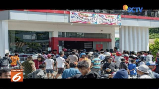 Polisi terjunkan 1.4000 pasukan untuk mengamankan Palu, Sulawesi Tengah, terkait aksi penjarahan toko.
