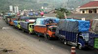 Antrean truk di Merak, Banten. (Antara)