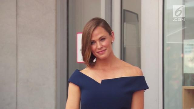 Setelah 24 tahun berkarir di dunia hiburan, kini Jennifer Garner dianugerahi bintang di Hollywood Walk of Fame.