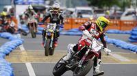Salah satu aksi pembalap di FIM Asia Supermoto 2018 di Filipina (istimewa)