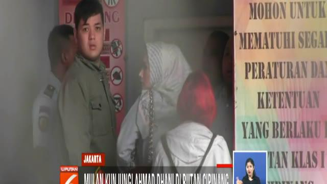 Kunjungan Mulan merupakan pertama kali sejak Ahmad Dhani menghuni Rutan Kelas I Cipinang setelah divonis hakim Pengadilan Negeri Jakarta Selatan.