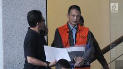 Direktur Teknologi PT Krakatau Steel nonaktif Wisnu Kuncoro usai menjalani pemeriksaan di Gedung KPK, Jakarta, Rabu (19/6/2019). Wisnu diperiksa sebagai tersangka terkait dugaan menerima suap pengadaan barang dan jasa. (merdeka.com/Dwi Narwoko)