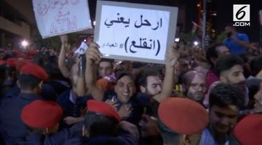 Warga Yordania menggelar protes besar-besaran upaya menolak penghematan terbaru pemerintah yang menaikan harga dan pajak penghasilan.