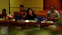 Ketua Pansus Pelindo Rieke II Dyah Pitaloka saat memimpin rapat di DPR RI, Jakarta, Senin (16/11/2015). Pansus Pelindo II kembali memanggil pihak yang berkaitan dengan pengadaan mobile crane. (Liputan6.com/Johan Tallo)
