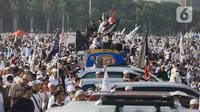 Suasana acara Munajat dan Maulid Akbar 2019 #ReuniMujahid212 di kawasan Monas, Jakarta, Senin (2/12/2019). Dalam acara tersebut, massa turut mendoakan agar Imam Besar FPI Rizieq Shihab segera dipulangkan. (Liputan6.com/Herman Zakharia)