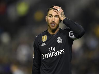 Sergio Ramos termasuk dalam barisan bek terbaik dunia sepanjang masa. Bersama Real Madrid dan timnas Spanyol ia telah meraih segalanya. Namun usia membuat performa Ramos kian menurun. (AFP/Miguel Riopa)