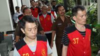 Terdakwa kasus penyeludupan 1 ton sabu asal Taiwan usai menjalani sidang tuntutan di Pengadilan Negeri Jakarta Selatan, Rabu (7/3). Sidang kembali ditunda karena Jaksa Penuntut Umum (JPU) belum selesai menyusun tuntutan. (Liputan6.com/Immanuel Antonius)