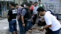 Petugas Satuan Narkoba Polres Metro Jakarta Utara kembali menggerebek kampung narkoba di Tanjung Priok, Jakarta Utara.