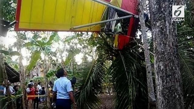 Vokalis Endank Soekamti, Erix, mengalami kecelakaan saat mengendarai pesawat latih microlight di kawasan Gunung Kidul, Yogyakarta.