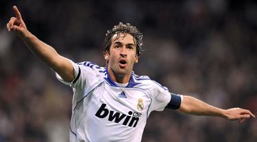 Raul Gonzalez merupakan pencetak gol terbanyak Real Madrid sebelum dipecahkan oleh Cristiano Ronaldo. Raul tercatat telah mengoleksi 16 gelar selama 16 musimnya bersama Los Blancos. Pada tahun 2010, Ia dilepas Real Madrid menuju Schalke dengan status bebas transfer. (Foto: AFP/Javier Soriano)