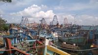 Sepuluh unit Kapal Ikan Asing (KIA) milik Vietnam yang digunakan untuk aktivitas pencurian ikan (ilegal fishing) di perairan Kepulauan Riau (Kepri) ditenggelamkan paksa. (Liputan6.com/ Ajang Nurdin)