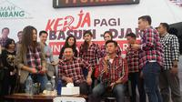 Pemilik Kaskus Andrew Darwis bersama beberapa artis datamgi Rumah Lembang beri dukungan untuk Ahok (Liputan6/Delvira Chaerani Hutabarat)