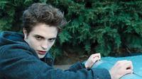 Robert Pattinson sebagai Edward Cullen dalam Twilight (Pinterest)