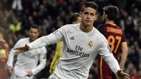 James Rodriguez mencatatkan namanya pada papan skor setelah membawa Real Madrid menang atas AS  Roma pada leg kedua babak 16 besar liga Champions di Stadion Santiago Bernabeu, Madrid, (AFP/Gerard Julien)