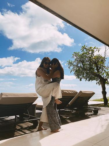 6 Momen Seru Enzy Storia Bareng Jessica Mila Agnesia Liburan ke Bali