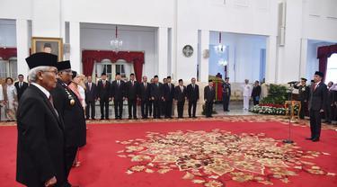 Presiden Joko Widodo atau Jokowi menganugerahkan gelar Pahlawan Nasional kepada enam orang tokoh.