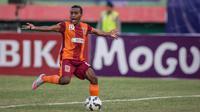 Pemain Borneo FC, Terens Puhiri, Sabtu (21/11/2015). (Bola.com/Vitalis Yogi Trisna)