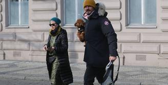 Katy Perry dan Orlando Bloom kembali terlihat bersama pada Rabu lalu waktu setempat usai jalan-jalan di Praha, Ceko. (WENN/SPLASH/E!Online)