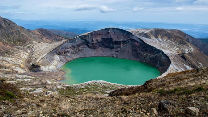 9 Danau Kawah Terindah Di Dunia, Ada Dari Indonesia