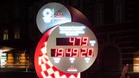 Layar digital untuk menunjukkan jam hitung mundur penyelenggaraan Olimpiade Tokyo 2020 di Tokyo, Selasa (31/3/2020). Tokyo menyetel ulang jam hitungan mundur Olimpiade 2020 yang ditunda akibat pandemi virus corona hingga tahun depan, yang akan dimulai pada 23 Juli 2021. (AP/Jae C. Hong)